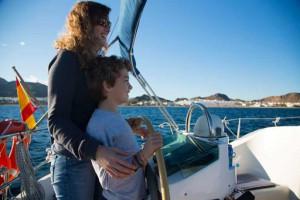 Ponerse al timón ayuda a evitar el mareo en el mar