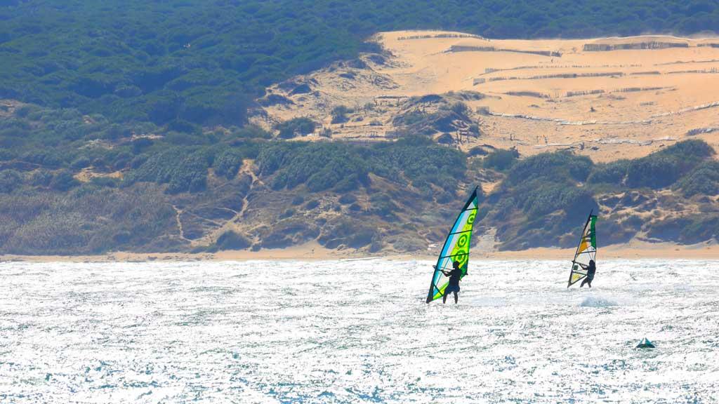Windsurf-frente-las-dunas