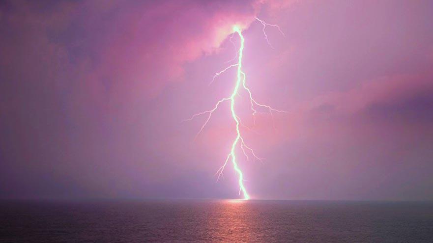 navegar en tormenta eléctrica