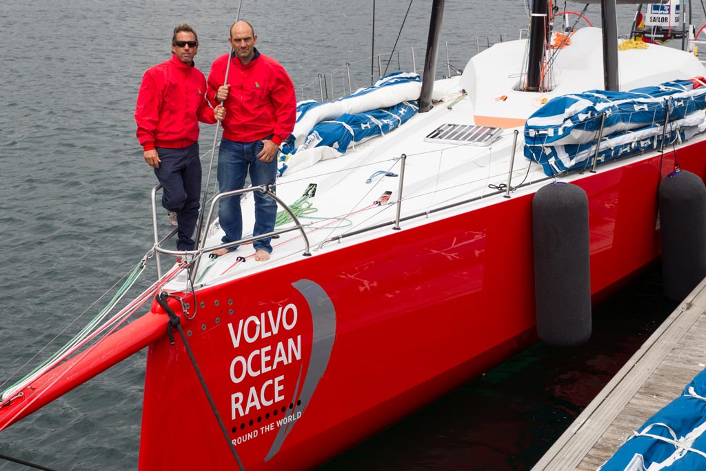 Iker Martínez y Xavi Fernández con el nuevo Volvo Ocean 65
