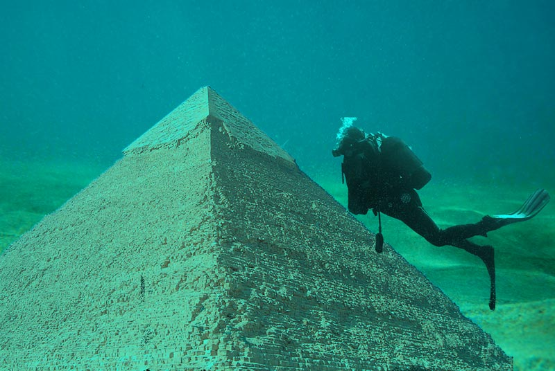Pirámide submarina