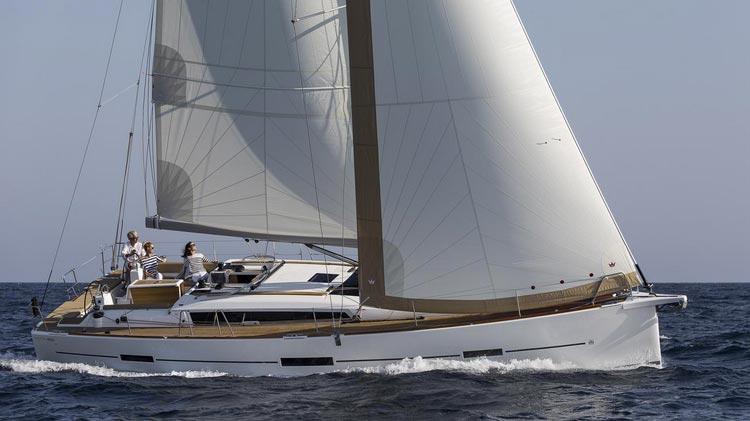 Dufour 460 nominado mejor barco del año
