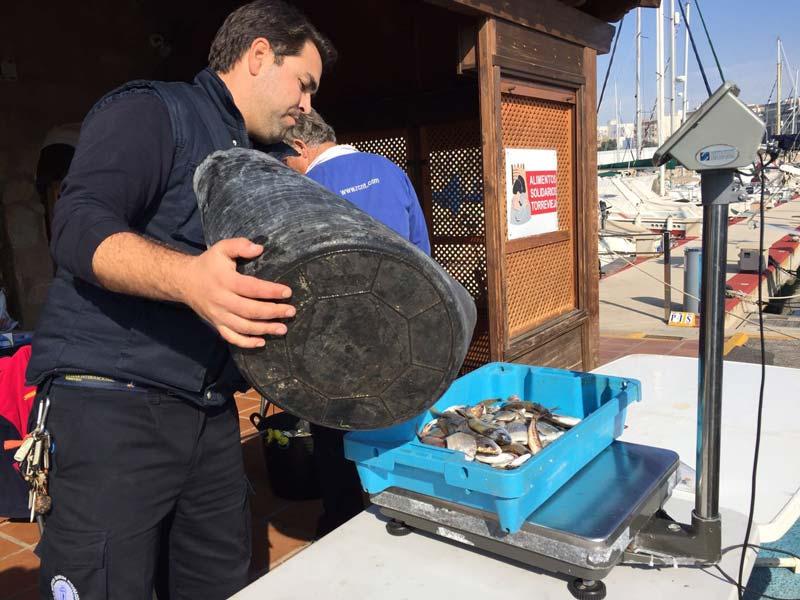 Pesca de embarcación fondeada
